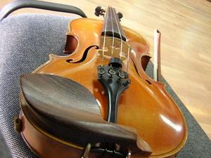 Zongora, szolfézs és hegedûoktatás